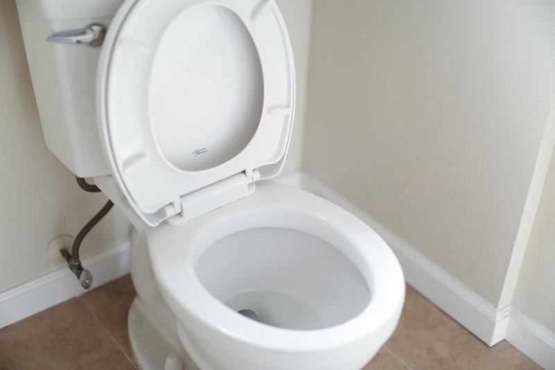 WC csésze rögzítése